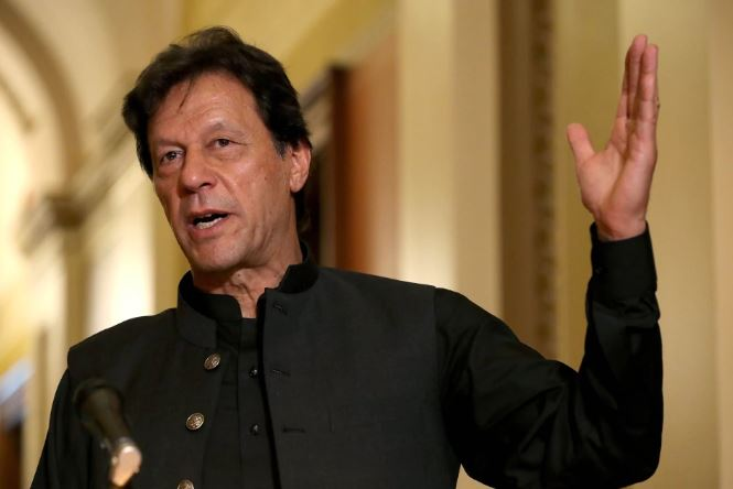 Prime Minister of Pakistan warns of war with India on Kashmir