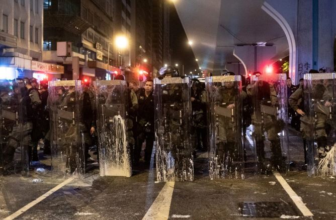 Another violent event in Hong Kong, police fired tear gas, rubber bullets to disperse protesters