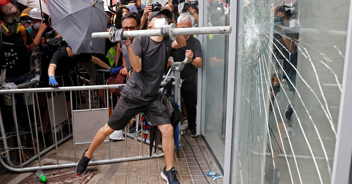 Hong Kong: Protesters tried to storm Legislative Council
