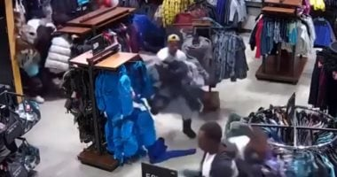 30 seconds robbery: Gang steals clothing worth $ 30000 from a store in Wisconsin