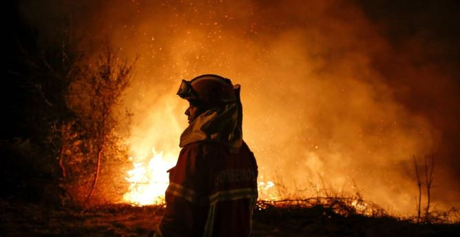 1,800 firefighters battles to limit wildfire in central Portugal, 20 injured including villagers