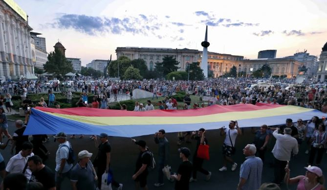 Bucharest: Over 2000 protesters marched downtown against killing of Alexandra, demands government to resign