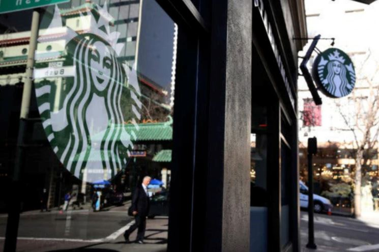 Starbucks apologize for 6 policemen in the US after boycott campaign