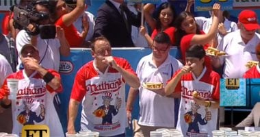 Wow: 71 hotdog sandwiches in just 10 minutes to celebrate Independence Day