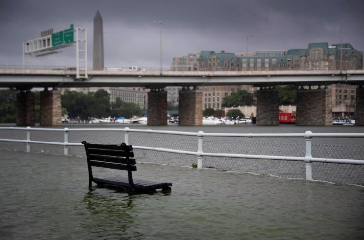 Life paralyzed in Washington after rain and floods