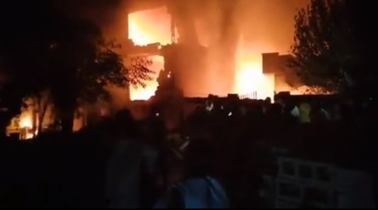 Pakistan: 10 dead after a small plane crashed on the residential area