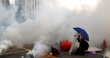 Hong Kong police fires tear gas to disperse protesters