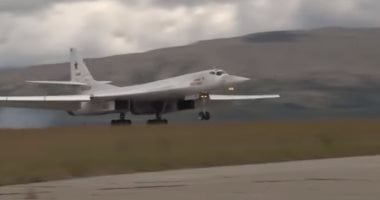 Two Russian TU-160 missile carriers transported near US border