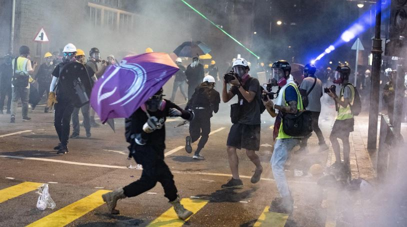 Police tests the patience of Hongkongers Tsunami with heavy tear gas shelling