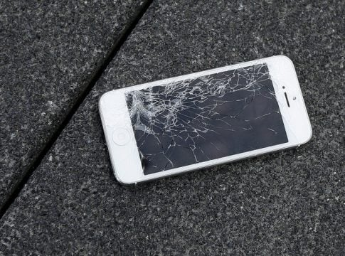 Broken iPhone repair policy: Users can repair broken devices cheaper from independent stores