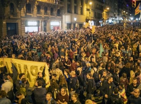 Barcelona: Nearly 350,000 protesters takes to the streets for the release Catalan leaders