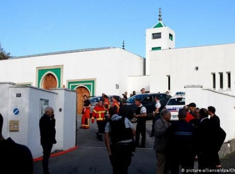 Two injured after right-wing assailants fired at a mosque in France