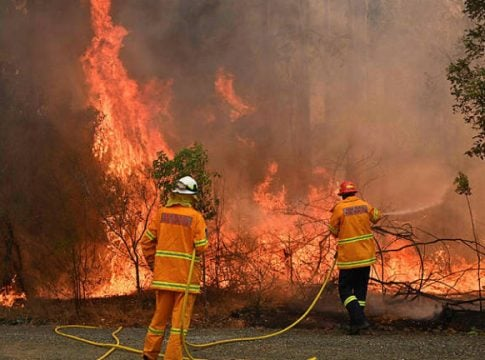Australia: Two dead and 150 houses destroyed by forest fires
