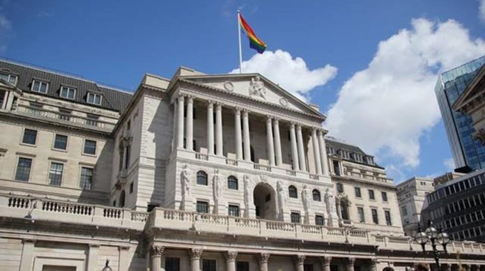 Bank of England warns of effects of Brexit deal on British economy