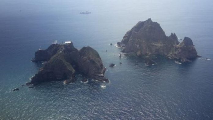Seven killed in South Korean helicopter crash off disputed islands