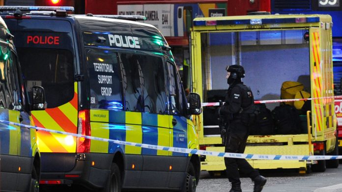 Southern London: Police shoot man after alleged terrorist attack